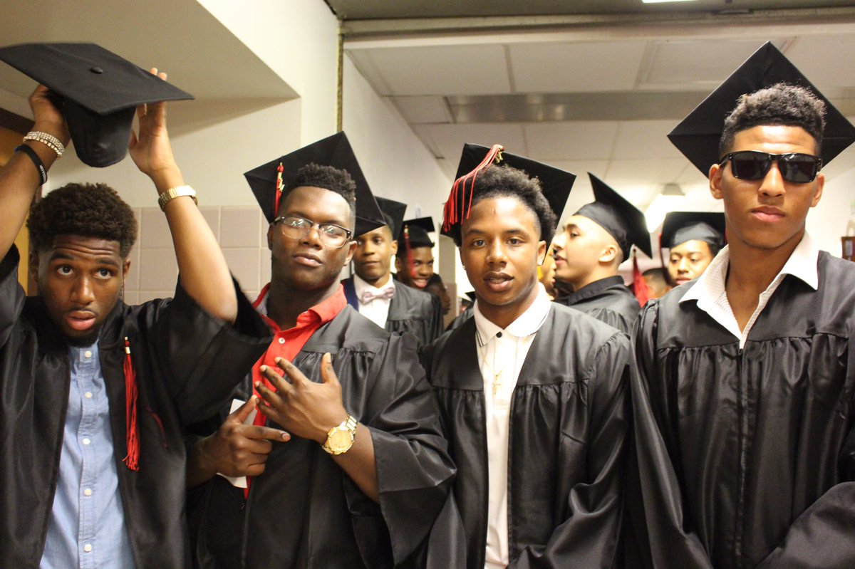 Our graduates looking sharp, making their way out to the ceremony. #WeAreBarrons #2K17 <br>http://pic.twitter.com/kEhdArCd1Z