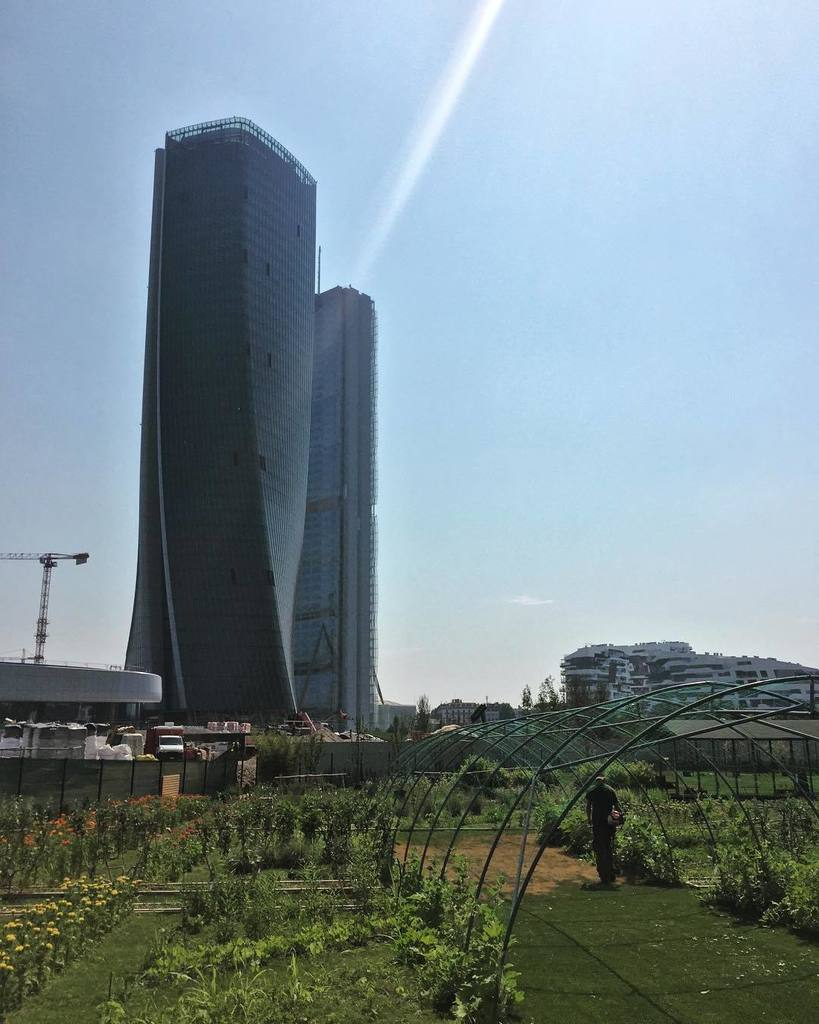 today the heat has been the worst of this season so far but the view of #citylife #district of #milano at noon was…  http:// ift.tt/2rLn20m  &nbsp;  <br>http://pic.twitter.com/ySAg9qDqhT