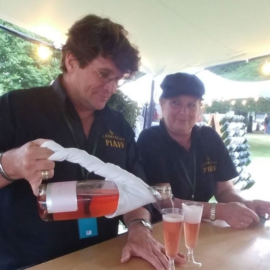 It&#39;s #NationalPinkDay so let&#39;s pour some amazing pink #champagnepiaff Rosé #champagne #bubbles #santé #summer #uk  http:// ift.tt/2s4WiXV  &nbsp;  <br>http://pic.twitter.com/6aeXUDo35n