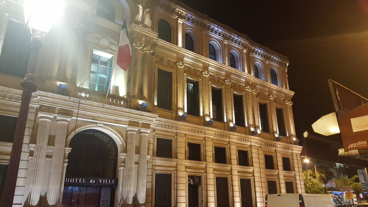 #Cannes by night #Mairie # <br>http://pic.twitter.com/FoqYOuaCMw