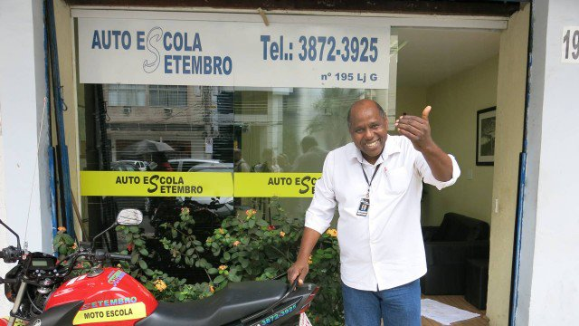 Profissionais do trânsito dão orientações ao motorista de Crivella https://t.co/Det9uRPYbg
