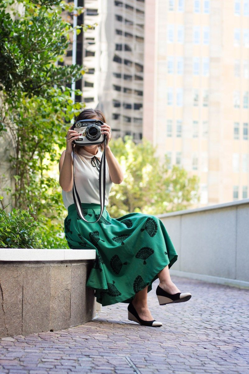 &quot;Say cheese!&quot; I can&#39;t get enough of this cute faux camera #purse! See the full #outfit post, here:  http:// buff.ly/2sW1FO2  &nbsp;   @FemaleBloggerRT<br>http://pic.twitter.com/CXdvUrvLvl