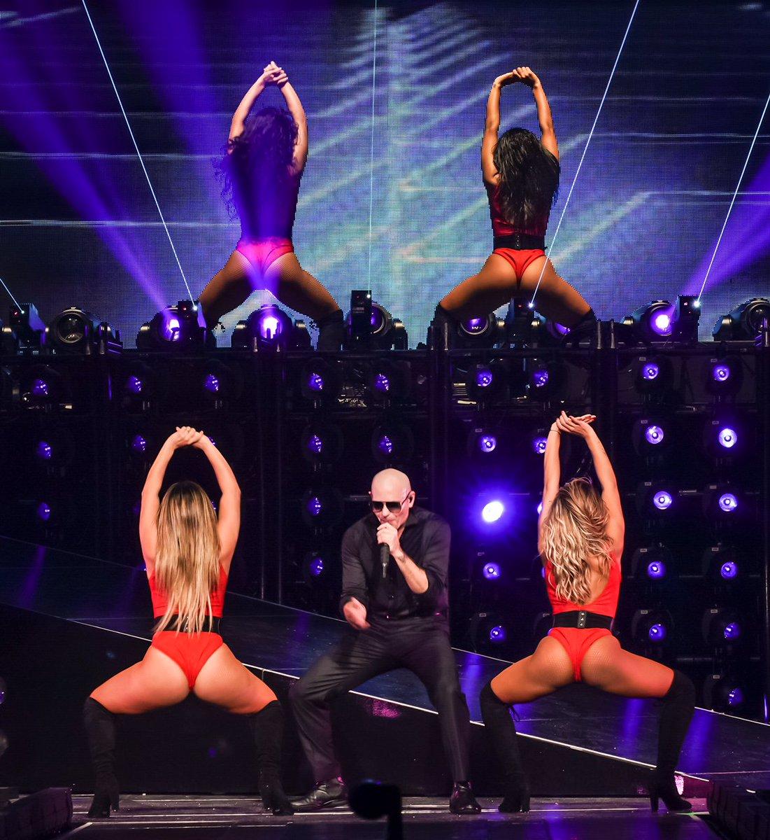 Hello Miami! Let's represent the 305 tonight #EnriquePitbullTour https...