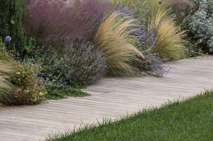 This Italian #landscape shares plant types and arrangements that will inspire you. #gard...  http:// cpix.me/a/26394631  &nbsp;  <br>http://pic.twitter.com/iaNjvQgMNK