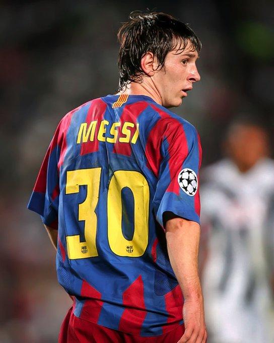 30 foi a tua primeira camisa no @FCBarcelona. Parabéns Messi, pelos 30 anos. Bom acompanhar a tua carreira desde o início. Grande abraço!