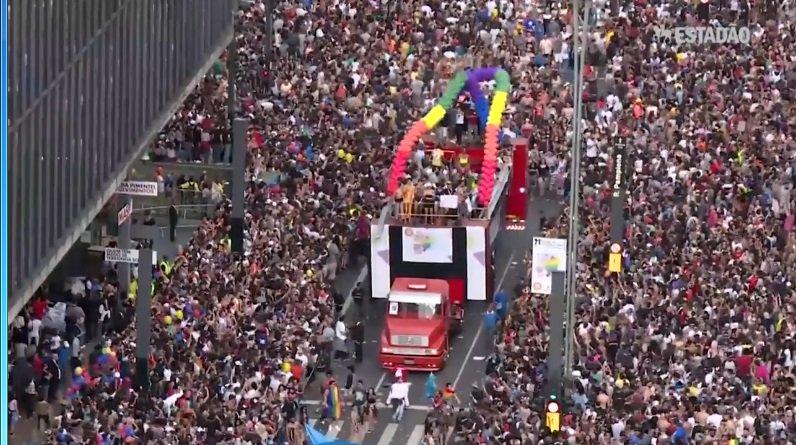 Lado A, Lado B vai à Parada LGBT; assista! https://t.co/KfBTvoVlW3
