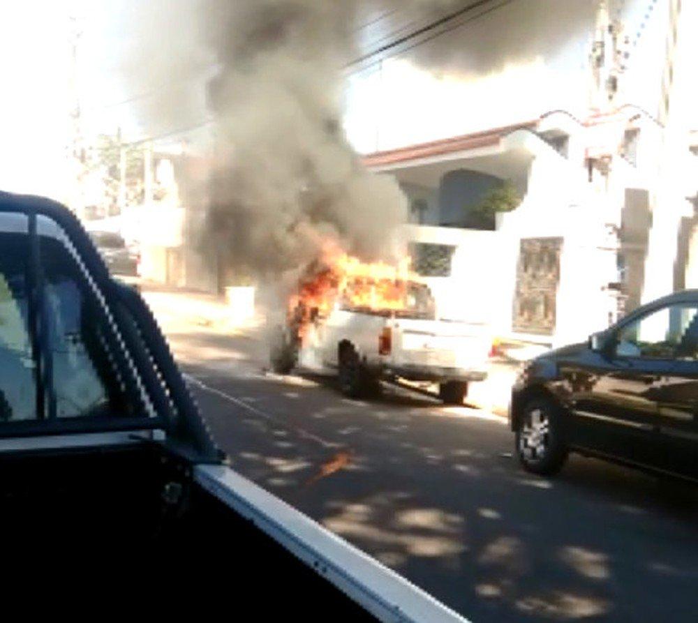 Pedreiro vai trabalhar bêbado e coloca fogo no carro do patrão depois de ser dispensado https://t.co/Pgx3EAgVba #G1