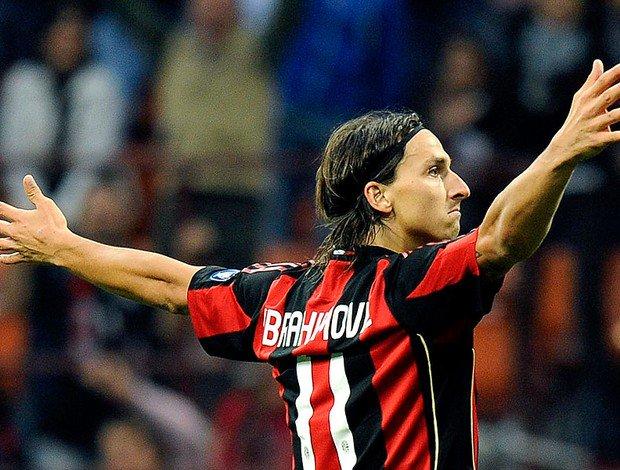 Berlusconi: 'Ibra? Ele tem seus 35 anos, mas dizem por aí que sempre aonde ele vai o seu clube é campeão. Gostaria de tê-lo no Milan.'