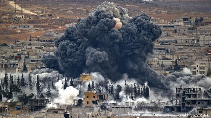 Almost 500 dead in month of US-led #Syria strikes: monitor https://t.co/ElKlaZna3e