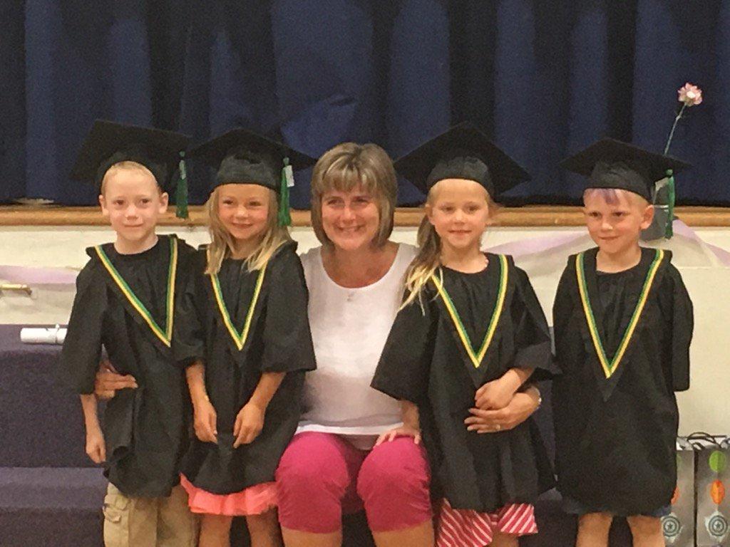 Donalda Kindergarten 2017! Graduation a success🎓 #donsch, #csd71. https://t.co/tFniDDrIf2