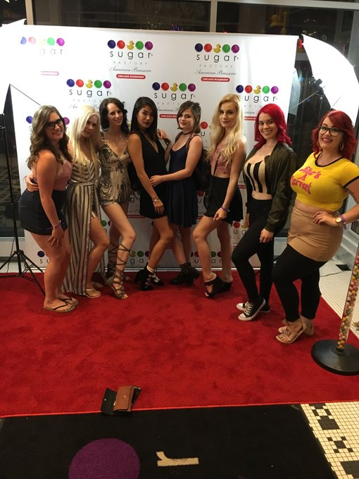 The @chaturbate ladies have arrived! https://t.co/83sMX21Dl3