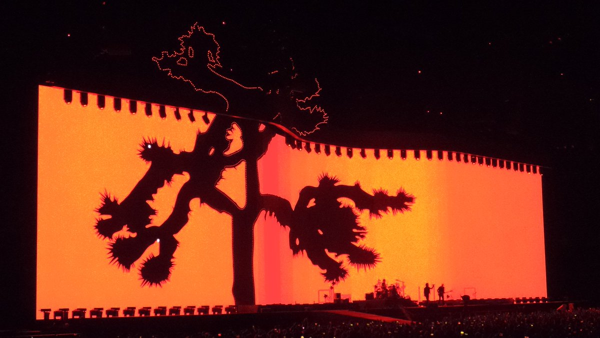 A massive #JoshuaTree on stage lighting up the whole @RogersCentre ! #...