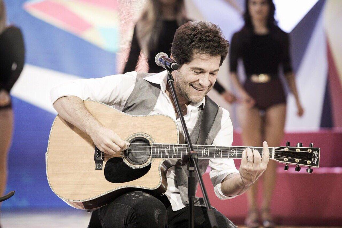 'A música deixa a vida mais colorida, né?' 😍👏 #ParabénsMion https://t....