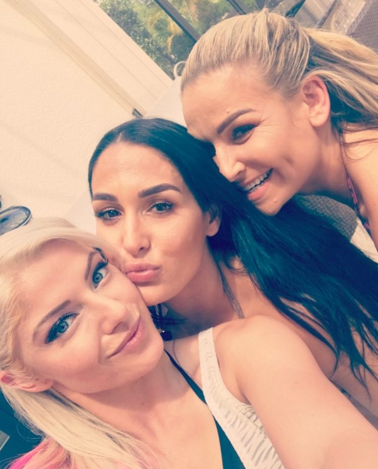Spent the day with these two beautiful ladies. All I can say is that we were up to no good. #TotalDivas <br>http://pic.twitter.com/xgy5ULZA4z