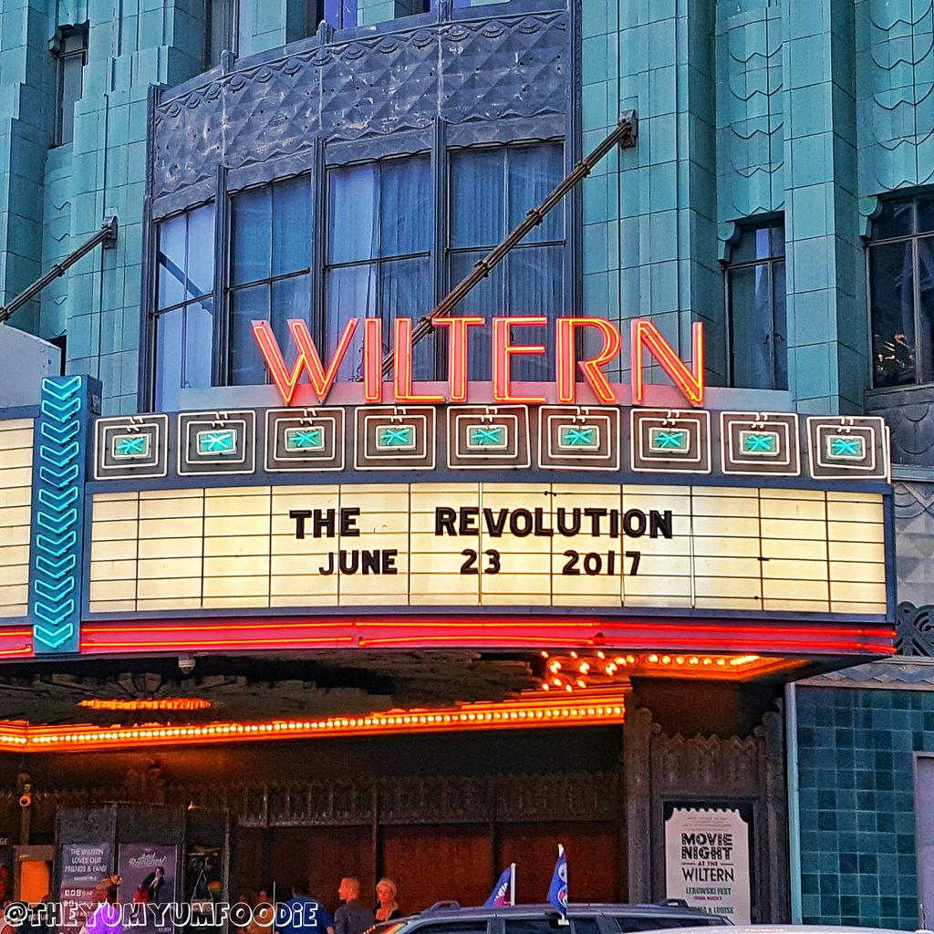 Foodie in the house. @stillagroup @wendyandlisa @bobbyz1999 #TheRevolution @drfink1980 @wiltern @brownmarknation #Ripprince #PurpleRain<br>http://pic.twitter.com/5j00KxTvYp &ndash; bij The Wiltern