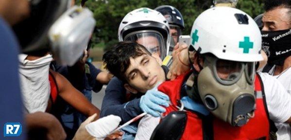 Jovem morto em protesto na Venezuela é filho de ex-chefe de Maduro https://t.co/YHwllAAXFK