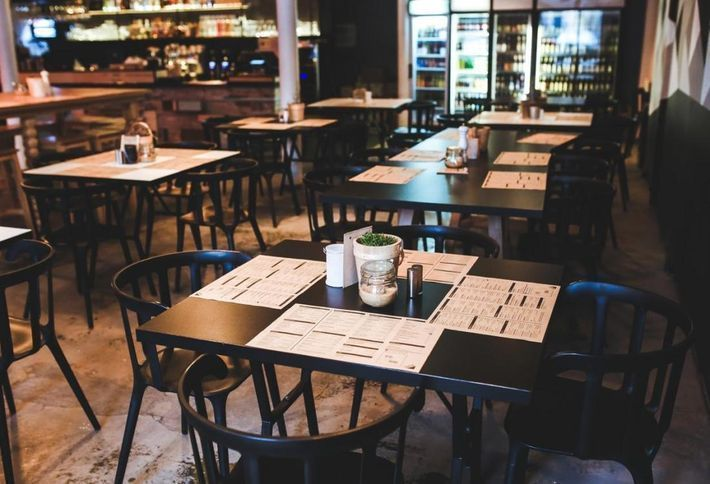The hour-long lunch is dead, and it's costing restaurants billions htt...