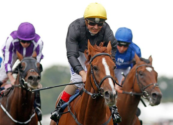 #RoyalAscot2017&#39;s #QueenVase was won by #Stradivarius, #Frankel's #CountOctave and #SecretAdvisor by #Dubawi<br>http://pic.twitter.com/1AjN5U6M61