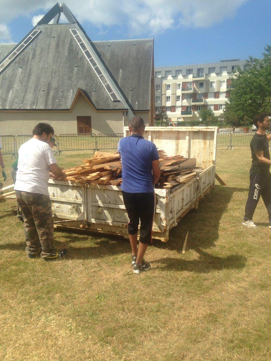 Le comité des fêtes de #valdereuil Les services techniques les bénévoles et @nabilvdr le bonheur d'une ville Vivante #FeuSaintJean #Bravo!