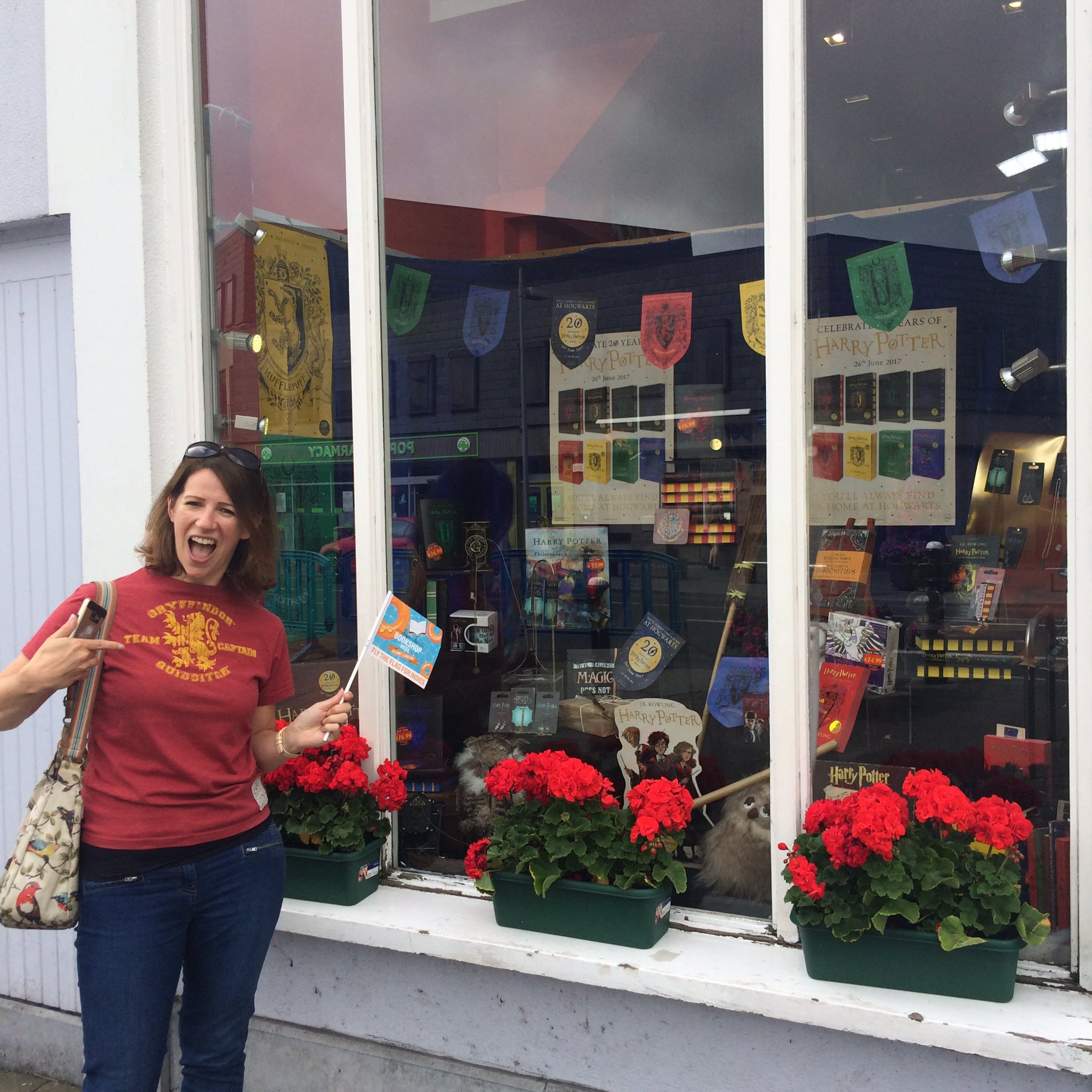 Stop No. 2: @BarkerJonesNaas, who have a FAB Harry Potter window to match @HazelGaynor's T-shirt! #IBW17 #ibw2017 #bookshopcrawl https://t.co/iukijmx0Nz