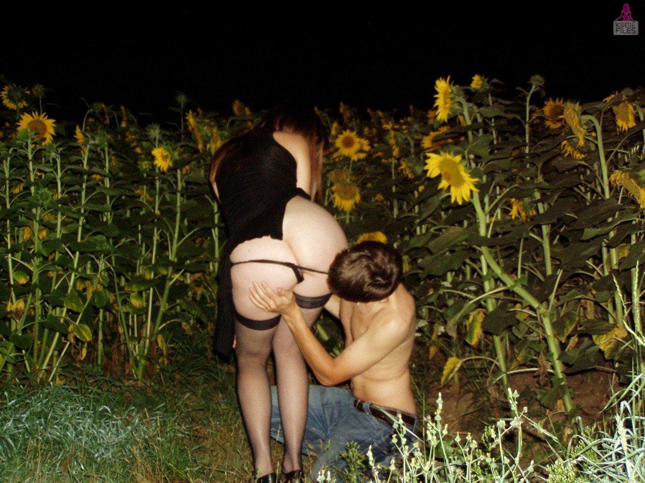 Жена с другом на природе мужика одна девушка-секс
