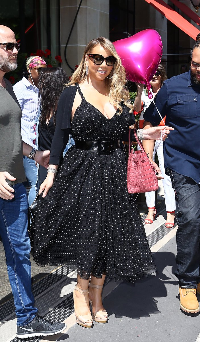 The Queen in Paris  #Beautiful #27YearsOfMariah #L4L  <br>http://pic.twitter.com/hZCkt2SAtE
