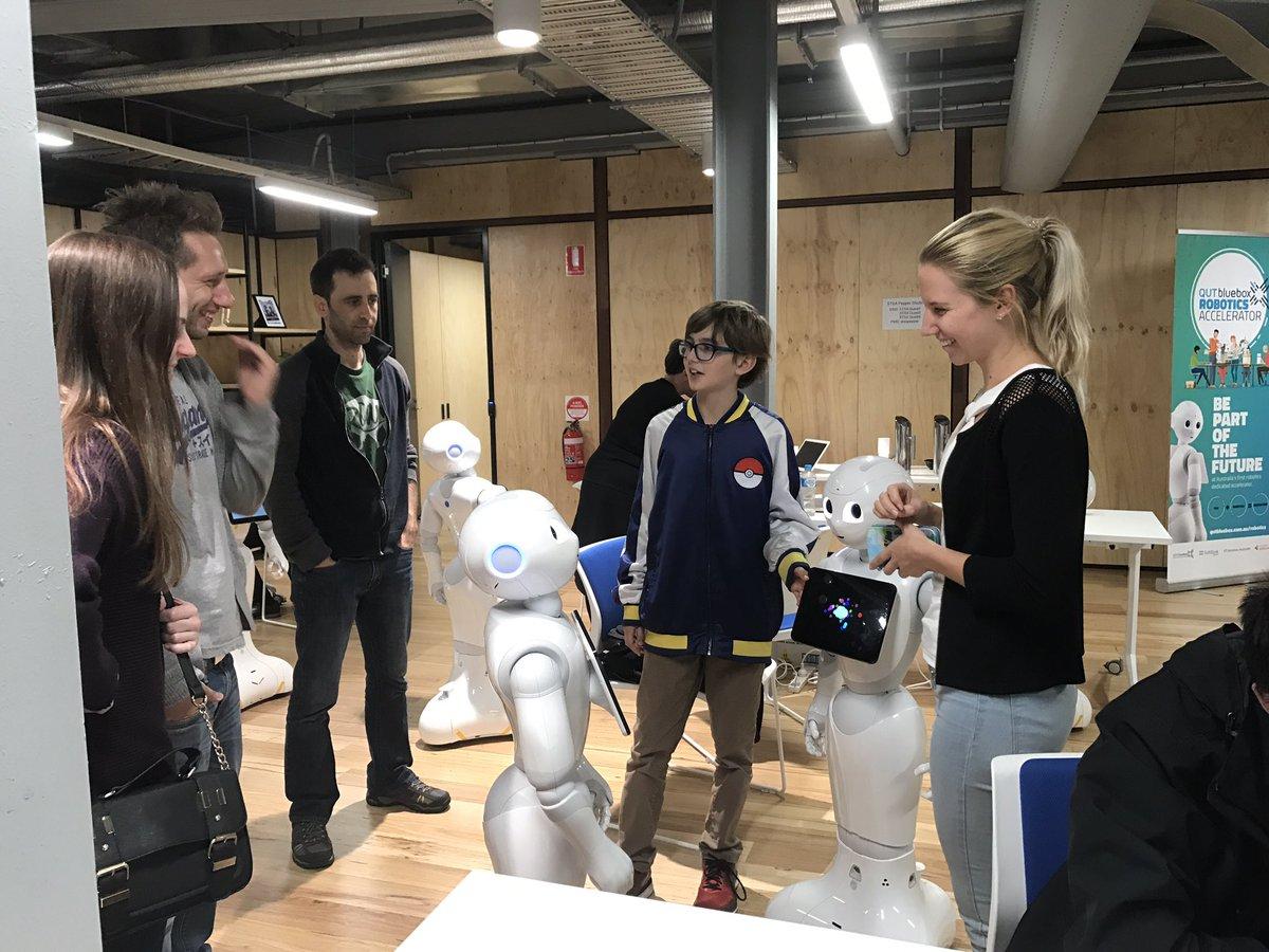 Exploring what&#39;s possible w leading social humanoid #robot @PepperTheRobot pre @qutbluebox robotics #accelerator  http:// qutbluebox.com.au/robotics  &nbsp;  <br>http://pic.twitter.com/0B1eHuo0g6