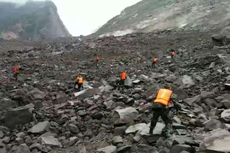 """President Xi Jinping tells rescuers to """"spare no effort"""" after 140 people feared buried in #China landslide https://t.co/FweQ6jLMAR"""