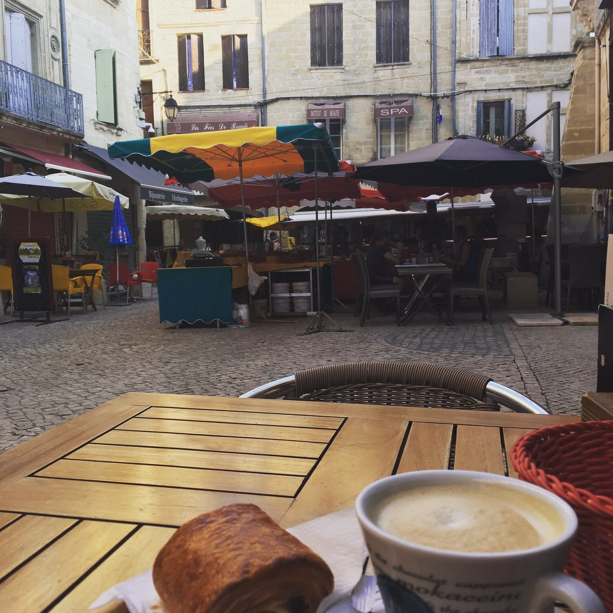 A market place breakfast in pretty Sommières - gorgeous morning already #earlystart #brocante <br>http://pic.twitter.com/6ByG5YHKF4
