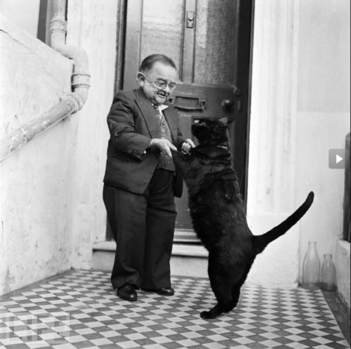 Happy #Caturday! Here's the world's smallest man in 1956, Henry Behren...