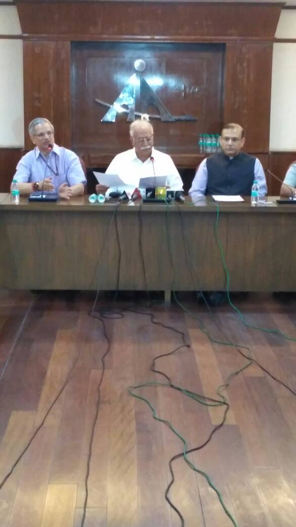 Civil Aviation Min @Ashok_Gajapathi says expect a growth of 91 m passengers/annum at Delhi airport by 2020; Delhi would need a new airport