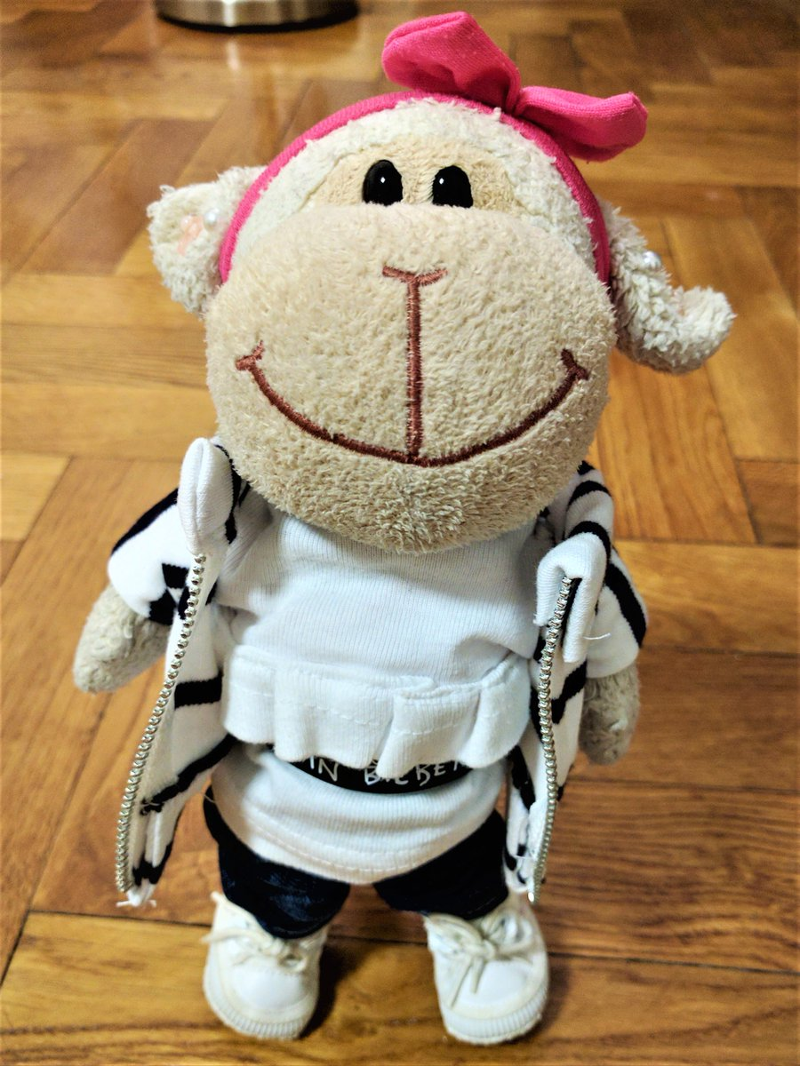 my #outfitoftheday : blue #jeans, a striped #hoodie with a white ruffled shirt &amp; a very special belt   #fashionblogger #fbloggers #fashion<br>http://pic.twitter.com/9mDqOeSLL1