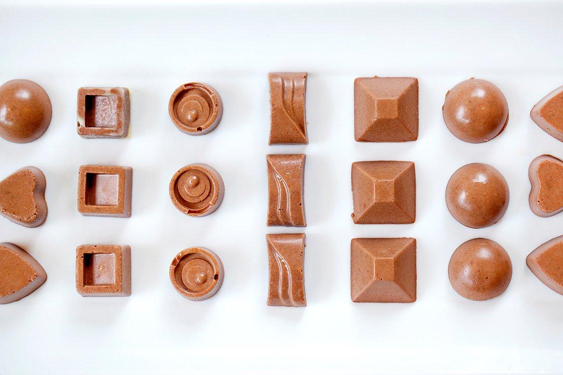 #Chocolate Orange &amp; Cardamom Fat Nuggets #recipe @  http://www. primalplate.co.uk/blog/2017/6/22 /chocolate-orange-cardamom-fat-nuggets &nbsp; … . Hunger-busting energy bombs! #healthy #lowcarb #ketodiet #yummy<br>http://pic.twitter.com/W1BGRbOEu5