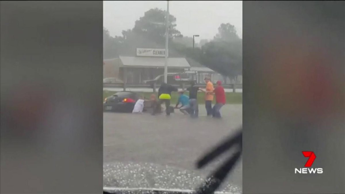 A group of good samaritans formed a human chain to save a woman from a sinking car in the US. #7News