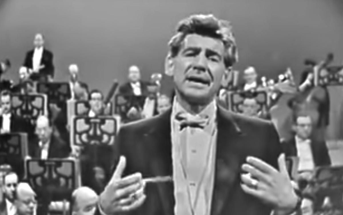 2 #classical stars, one after the other: Leonard Bernstein introduces Igor Stravinsky -  http:// bit.ly/2sDsZAn  &nbsp;  <br>http://pic.twitter.com/973Ab5lq8t