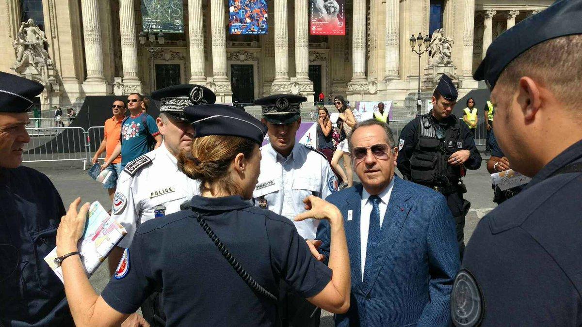 #ParisParcOlympique Le préfet de Police, Michel Delpuech, rencontre les effectifs en sécurisation et les organisateurs de #JourneeOlympique