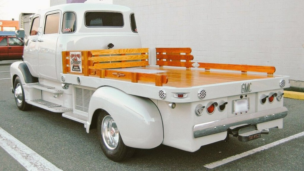 While having  on this fine #saturdaymorning I realized this is no ordinary stake bed truck!!  #Wow  <br>http://pic.twitter.com/Iw9Afy7dgy