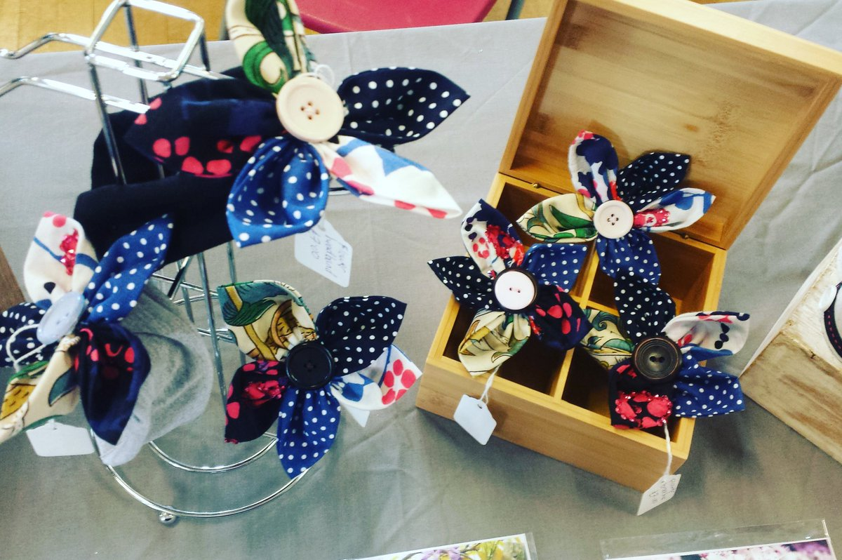 #summerflowers down here at @PlumsteadMarket, hair clips, bands and brooches.<br>http://pic.twitter.com/cyVEdv7hOy