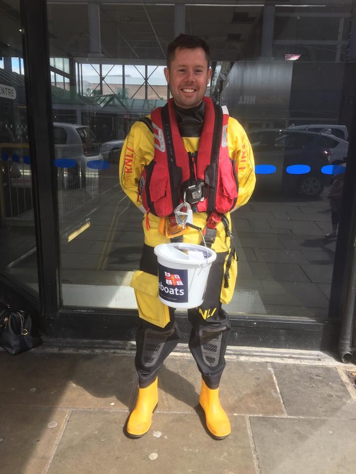 Collecting for @SunderlandRNLI in town today. The kindness &amp; generosity of people in our city overwhelms me. #charity #giving #rnli<br>http://pic.twitter.com/GkgKZ0eUkN