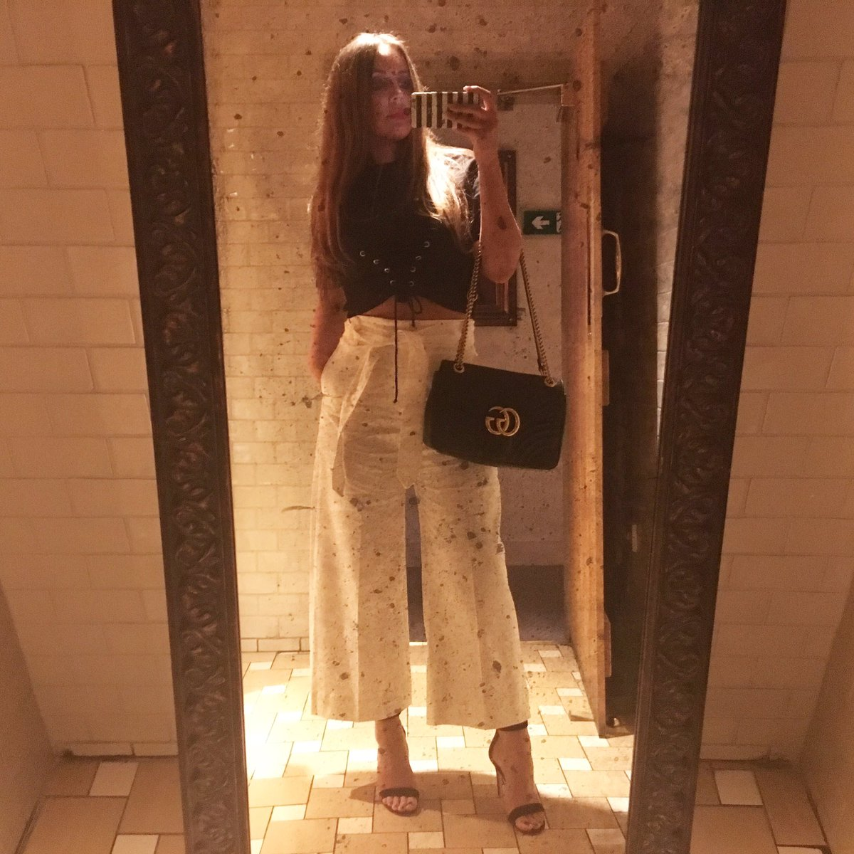Impossible not to take a bathroom selfie whilst out .. #georges #fridaynight #prosecco #gucci #gianvitorossi #zara @Georges_Worsley<br>http://pic.twitter.com/PFGts1Kbw3 &ndash; bij George&#39;s Dining Room &amp; Bar