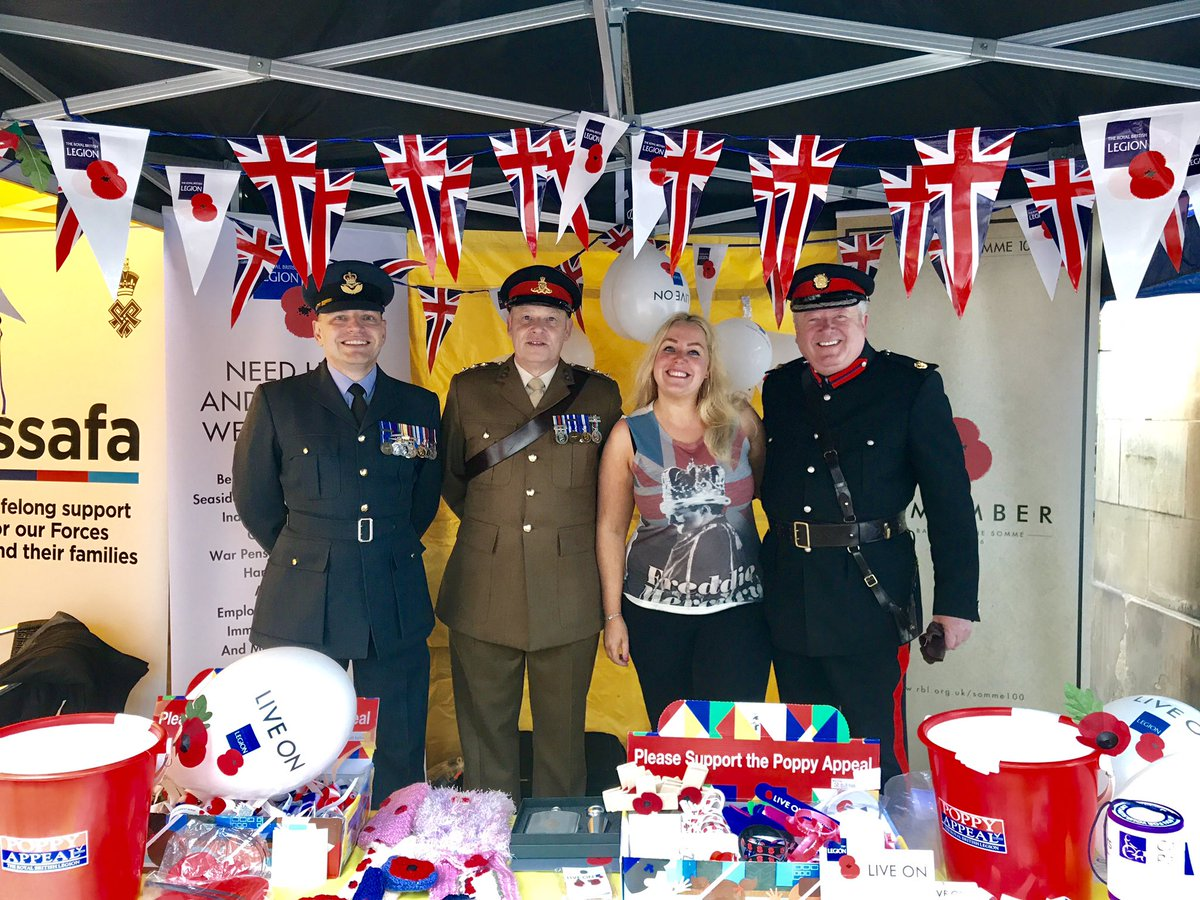 Come down &amp; celebrate #ArmedforceDay in #manchester amazing to see our forces &amp; veterans so proud! #saluteourforces  #WeLoveMCR<br>http://pic.twitter.com/CdvBFhdEGe