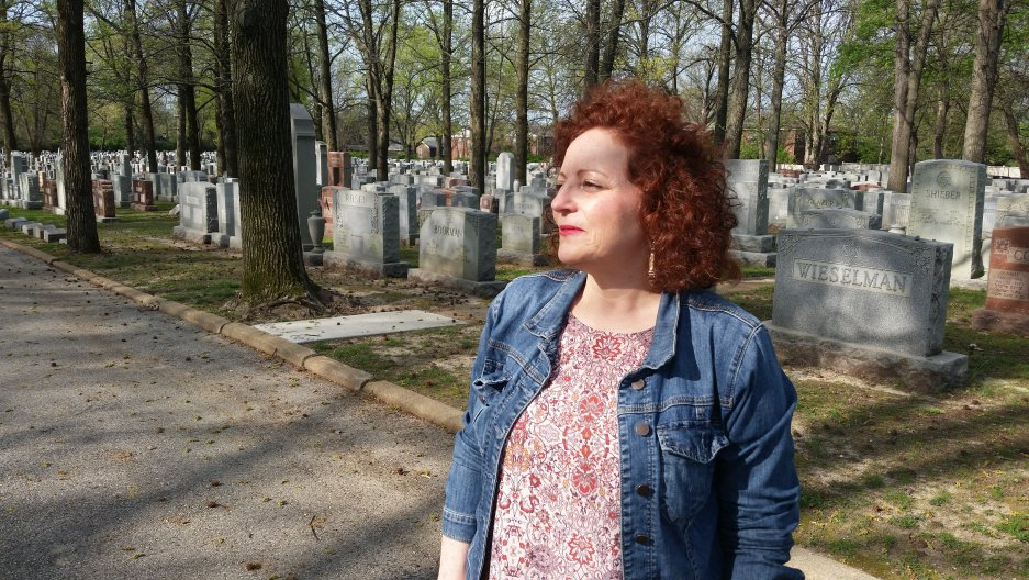 St. Louis repaired its historic Jewish cemetery. But the community still wrestles with questions of anti-Semitism. https://t.co/VtfDdY0TB5