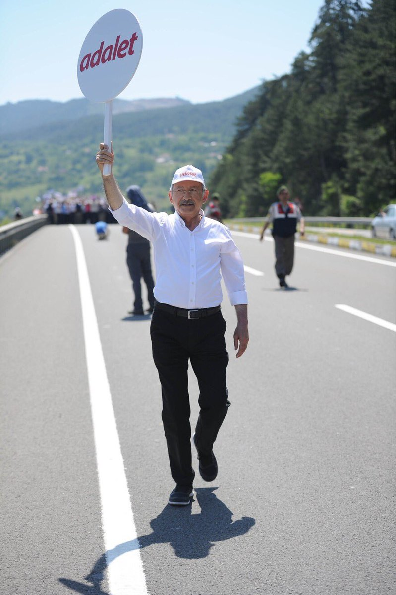 #AdaletinAyakSesleri yankılanıyor. Adım adım, büyüyerek İstanbul'a yür...