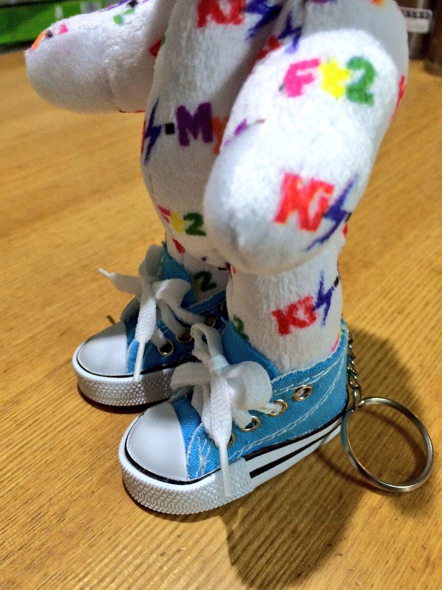 test ツイッターメディア - 前から欲しかった水色のスニーカーのストラップ見つけた?? ほんとに立ってる♪ #キスマイベア #キャンドゥ https://t.co/8Jfq07n2hc