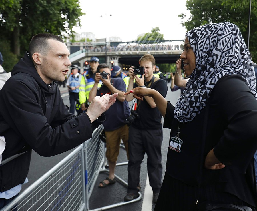 EDL march sees London Bridge SHUT DOWN as fights break out across UK cities https://t.co/u4EZALohkE