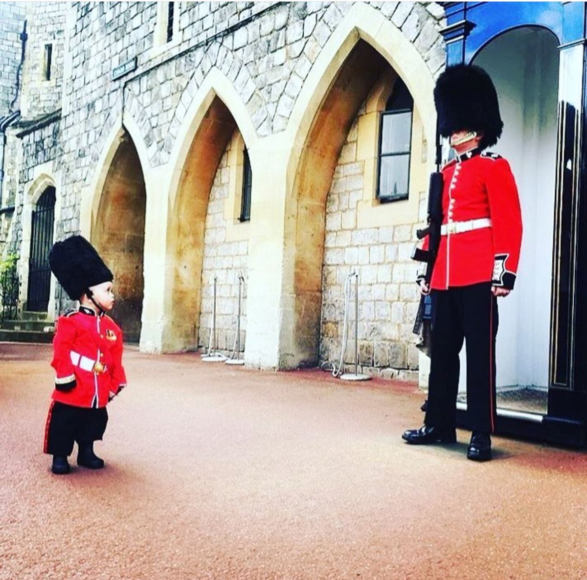 We love our service men &amp; women here in #Windsor. Have a great day, neighbours @HCR_Windsor @ColdstreamGds! #ArmedForcesDay #FutureGuardsman<br>http://pic.twitter.com/VZbZrFgiq8
