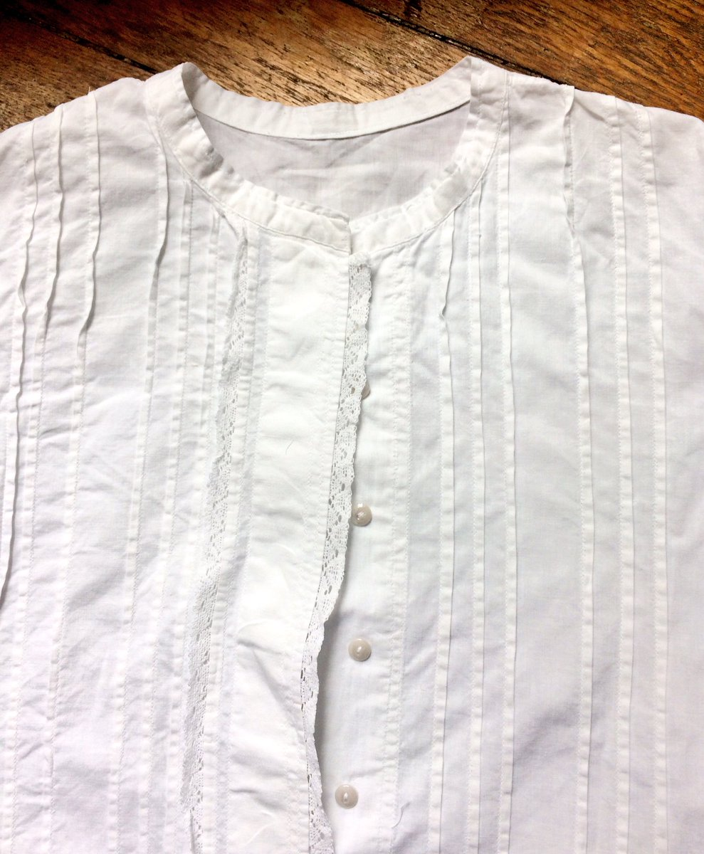 What I bought at the #brocante/#videgrenier: an exquisite old handmade shirt &amp; a 1933 edition of #Colette&#39;s La chatte. #fleamarket #Paris<br>http://pic.twitter.com/ae0O8Wt1q6