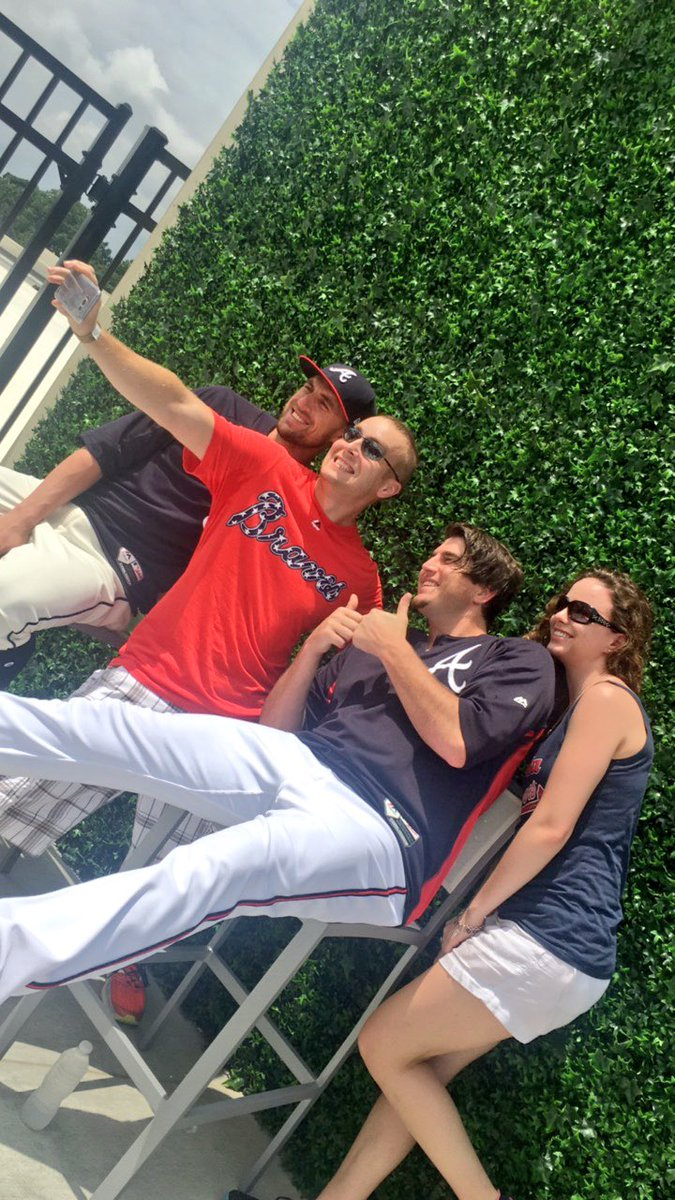#BravesSocial has begun!  First up: Selfies wth @LA_Swiftness and @YaB...