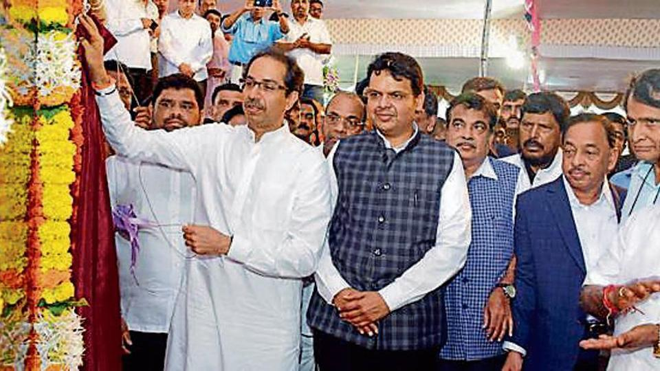 #Congress leader #NarayanRane may look to thaw relations with #ShivSena, reports @manasi87   http:// read.ht/B1Ws  &nbsp;  <br>http://pic.twitter.com/A7jqH7OSUs
