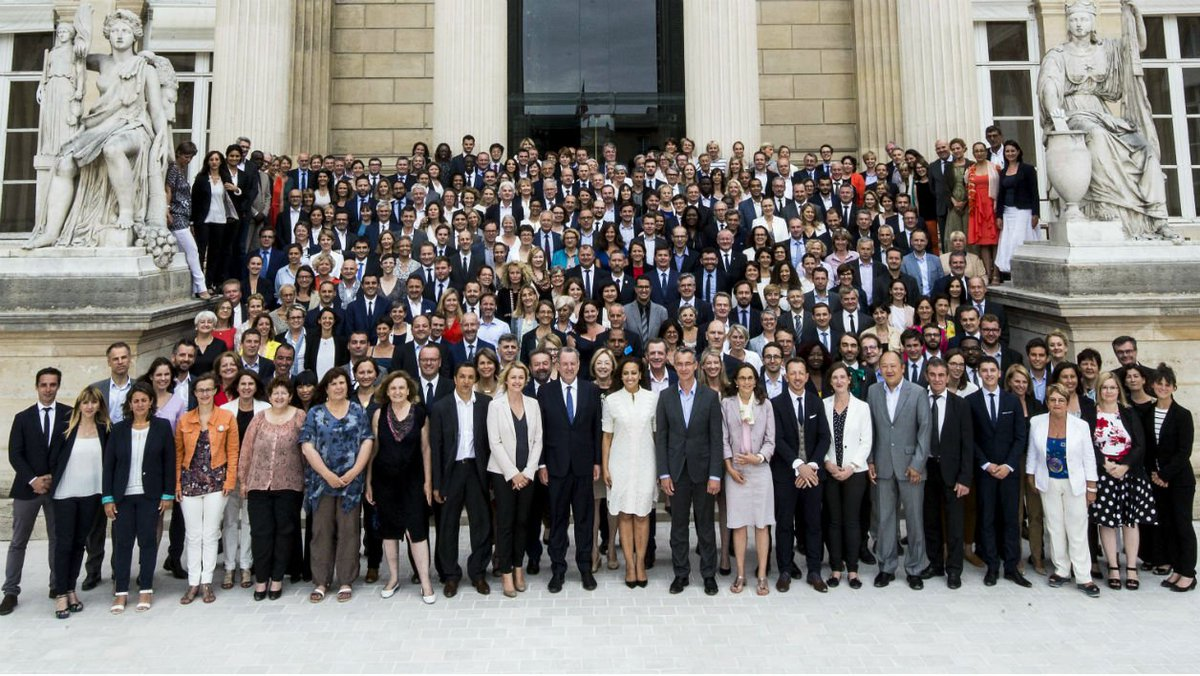 La photo de classe des députés de La République en Marche! https://t.co/yZwn062G9Y